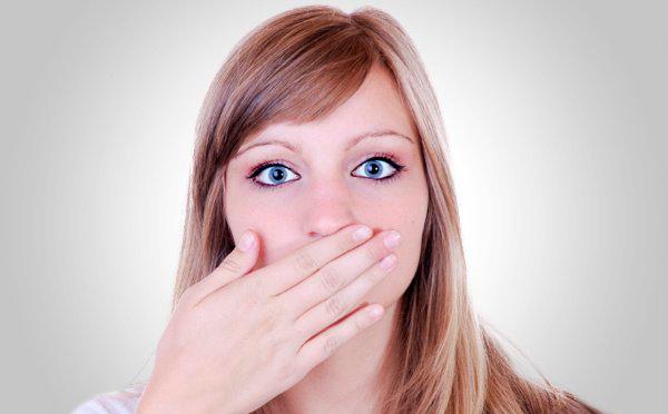 Почему опухла губа