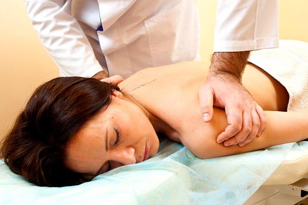 Лечение остеохондроза мануальной терапией